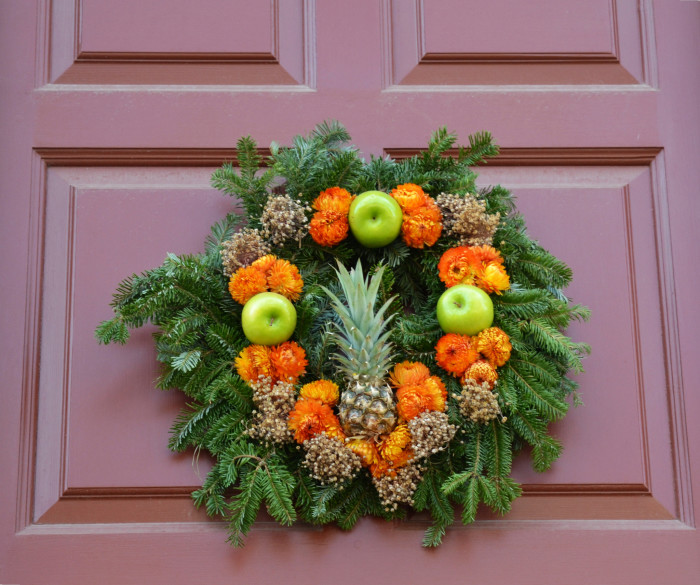 Pineapple-Wreath--700x585