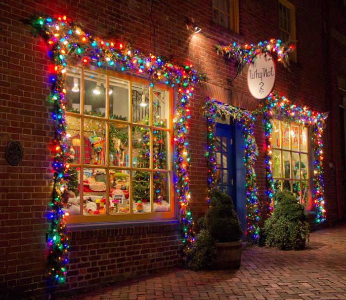 Alexandria-Christmas-window-700x608